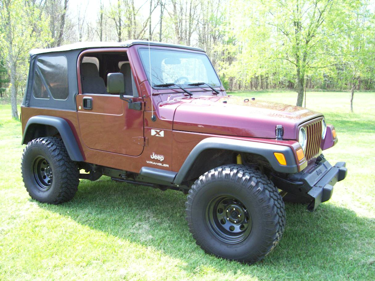 100 Jeep Wrangler 4 Door Maroon Quadratop